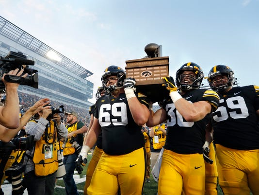 Iowa_St_Iowa_Football_48337.jpg