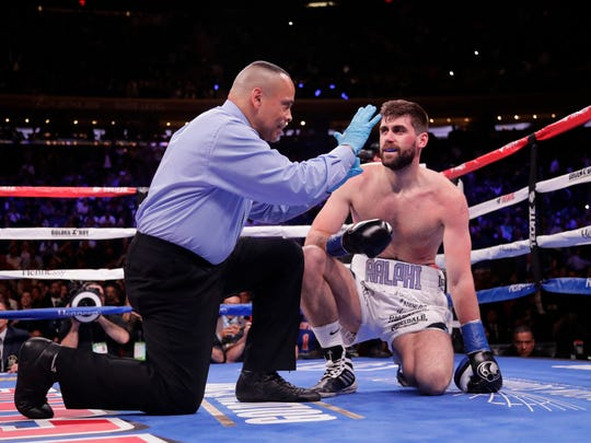 Alvarez_Fielding_Boxing_82307.jpg