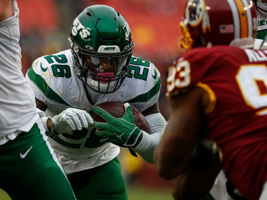 LANDOVER, MD - NOVEMBER 17: Le'Veon Bell #26 of the New York Jets scores a touchdown against the Washington Redskins during the second half at FedExField on November 17, 2019 in Landover, Maryland. (Photo by Scott Taetsch/Getty Images)