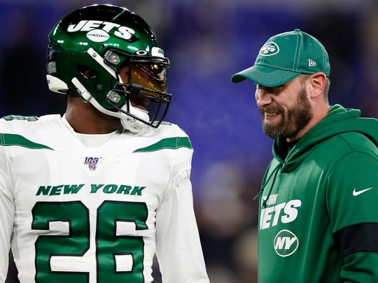BALTIMORE, MARYLAND - DECEMBER 12: Head coach Adam Gase of the New York Jets and running back Le'Veon Bell #26 talk before the game against the Baltimore Ravens at M&T Bank Stadium on December 12, 2019 in Baltimore, Maryland. (Photo by Scott Taetsch/Getty Images)