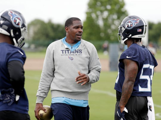 Tennessee Titans inside linebackers coach Tyrone McKenzie talks with players during an organized team activity at the Titans' NFL football training facility Wednesday, June 12, 2019, in Nashville, Tenn. (AP Photo/Mark Humphrey)