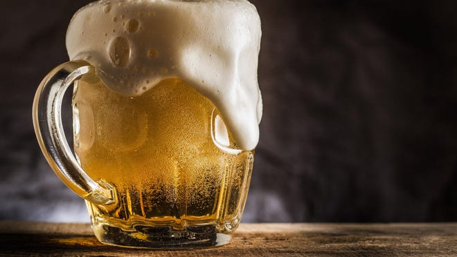 Alcohol can be high in calories, plus it decreases your ability to avoid overindulging in high-calorie foods. (Dreamstime/TNS) ORG XMIT: 1190914