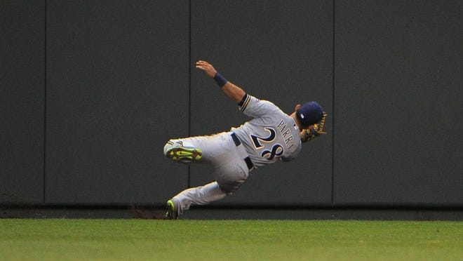 Milwaukee Brewers left fielder Gerardo Parra makes a catch against the Kansas City Royals in the fourth inning at Kauffman Stadium on Wednesday.