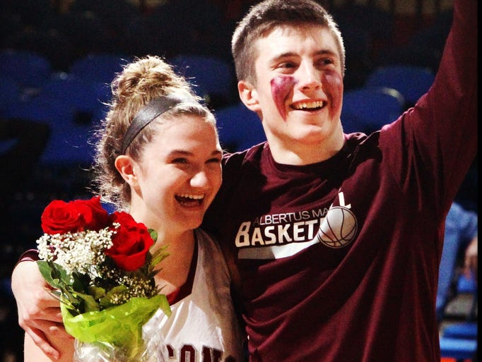Liam Foxe asks Albertus Magnus player Kelly Guarino to the prom during the class A #basketball championship #lohud