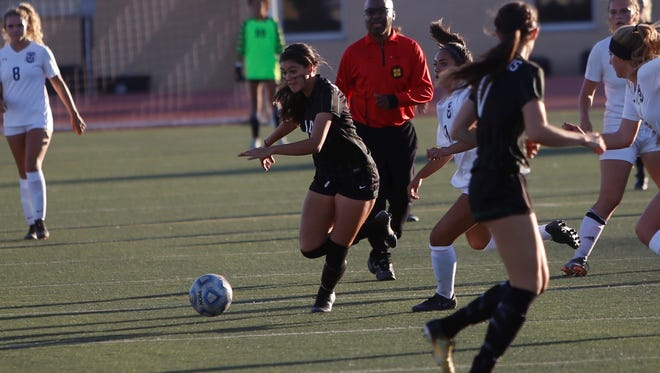 Farmington's McKenzie Coleman goes on the attack against Rio Rancho during Tuesday's match at Hutchison Stadium.