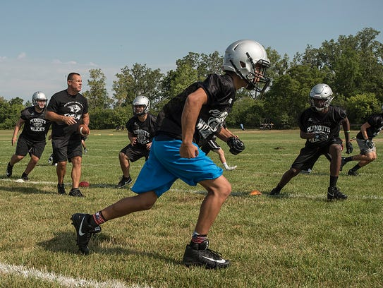 Plymouth runs plays on the first day of practice.