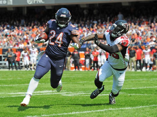 Chicago Bears running back Jordan Howard (24) runs in for a touchdown against Atlanta Falcons linebacker Deion Jones (45) during the first half at Soldier Field.