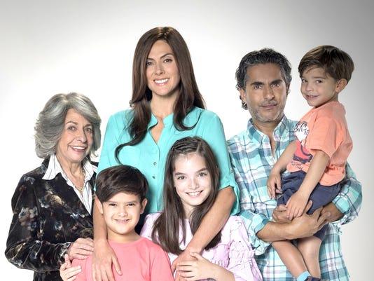 636566401719204542-Raquel-Pankowski-ya-no-es-exclusiva-de-Televisa-pero-sigue-trabjando-ahi-.-Es-una-abuela-adorable-en-22Papa-a-Toda-Madre-22.-Televisa..jpg