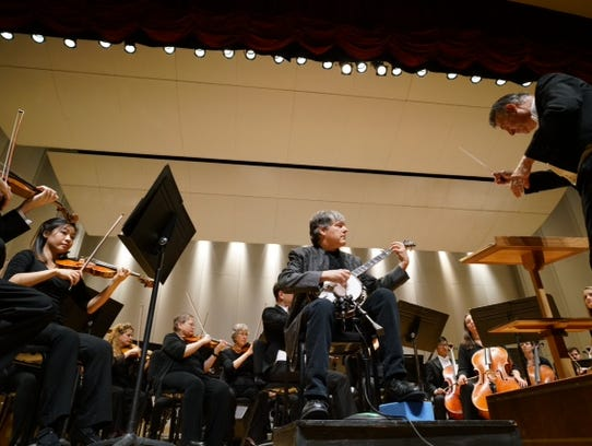 Bela Fleck performs with the director of Evansville