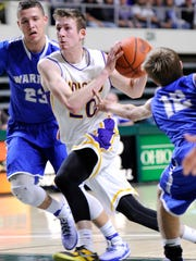 Unioto's Cole Cottrill dribbles the ball past Warren
