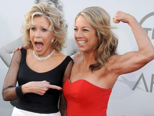 Jane Fonda who knows a thing or two about fitness, appears awed by fitness instructor Denise Austin on the red carpet.
