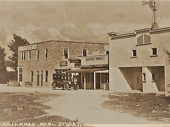 Second Lyric Theatre (on right side) in 1924 on Railroad