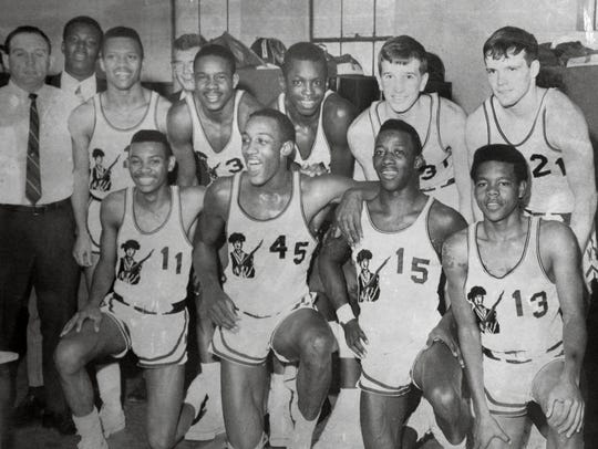 George McGinnis (45) with the 1968 Washington Continentals.