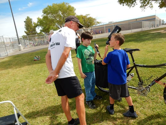Gary Parkerson gives an astronomy lesson to students