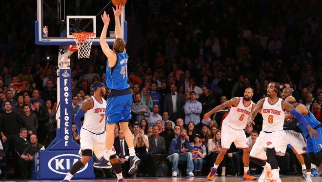 Dallas Mavericks forward Dirk Nowitzki shoots the game winning shot over Knicks forward Carmelo Anthony at Madison Square Garden on Monday night.