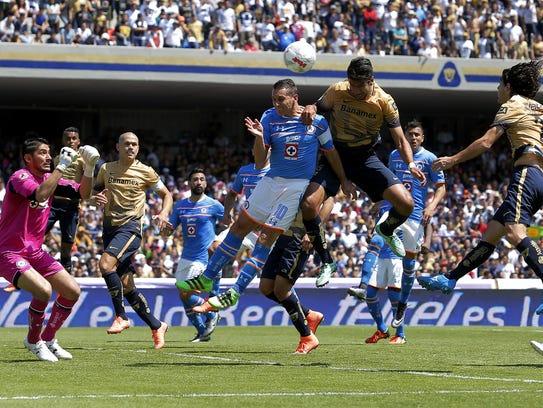 Grandes emociones se vivieron en el Cruz Azul-Pumas.
