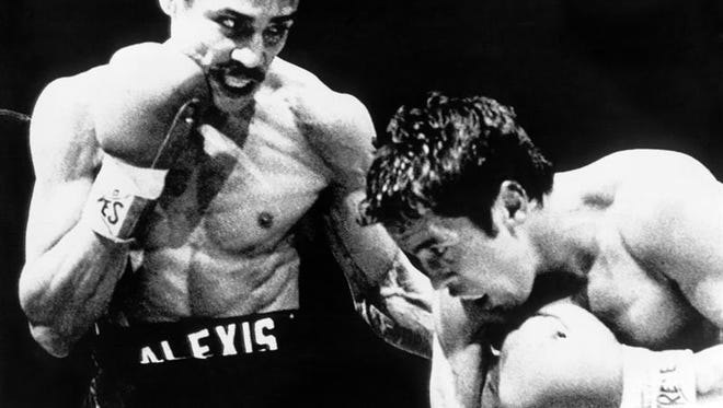 Registro de una pelea entre el boxeador Alexis Arguello (i), y Bobby Chacon (d), quien falleció a los 64 años de edad.