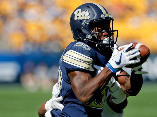 Pittsburgh wide receiver Jester Weah (85) makes a catch as Rice cornerback Justin Bickham (7) defends during a September 2017 game in Pittsburgh.