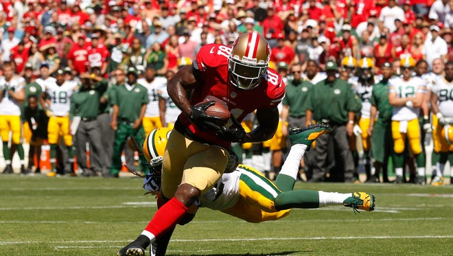 San Francisco 49ers wide receiver Anquan Boldin (81) catches a touchdown pass against the Green Bay Packers in the second quarter at Candlestick Park.