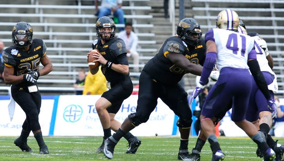 Southern Miss quarterback Nick Mullens (9) makes the