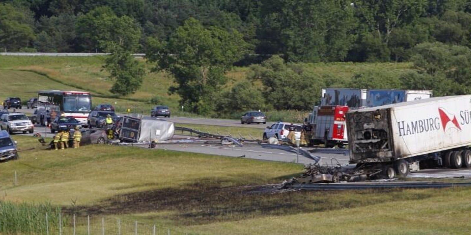 2 confirmed dead in Thruway crash