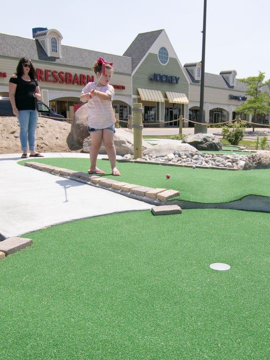 636639733047046345-Tanger-mini-golf-01.jpg