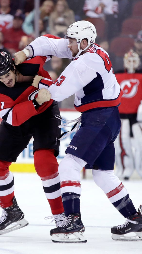 New Jersey Devils center Brian Boyle (11) and Washington