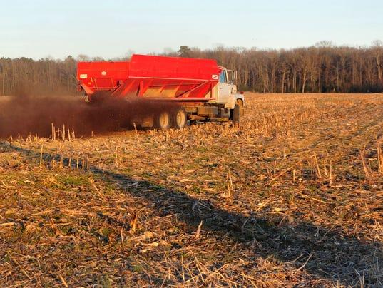 manure spreader.jpg