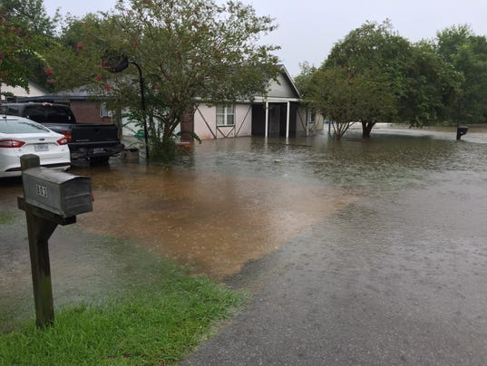 636066044192413957-Flooding-on-Yvette-Marie-in-south-Lafayette.JPG