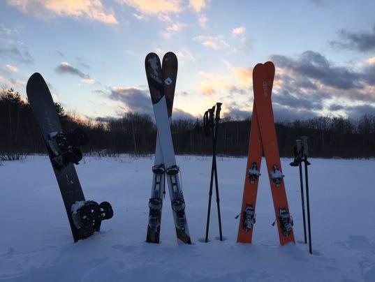 636571624359720240-Innsbruck-skis-in-snow.jpg