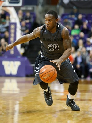 Oakland Golden Grizzlies guard Kahlil Felder (20) dribble against the Washington Huskies during the first half at Alaska Airlines Arena.