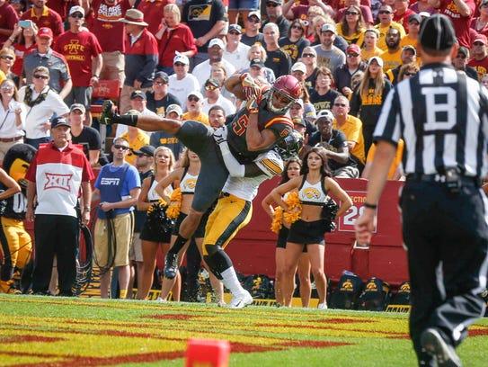 Iowa State senior receiver Allen Lazard pulls in a
