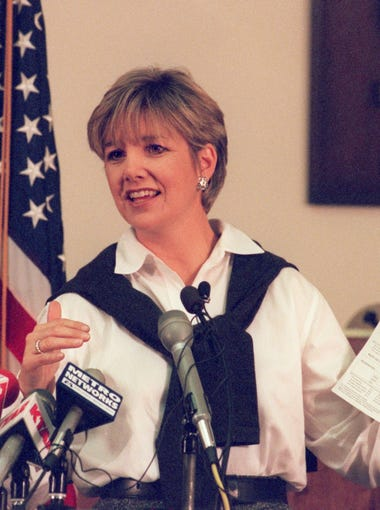 Lisa Graham Keegan addresses the media during a press conference at the Department of Education on Nov. 15, 1999.