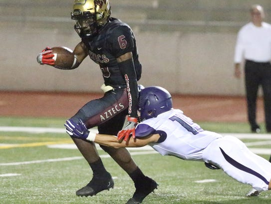 El Dorado quarterback Cedarious Barfield (6) escapes