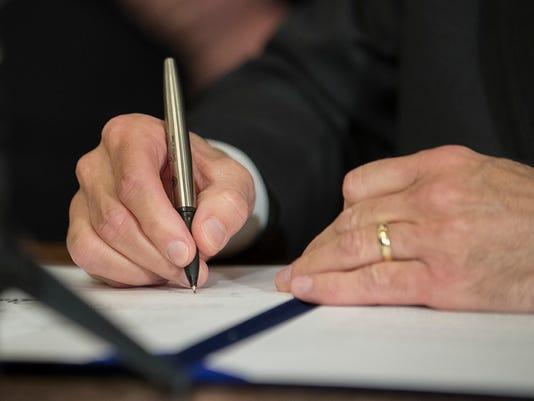 Texas-Tribune-Greg-Abbott-signing-bill.jpg