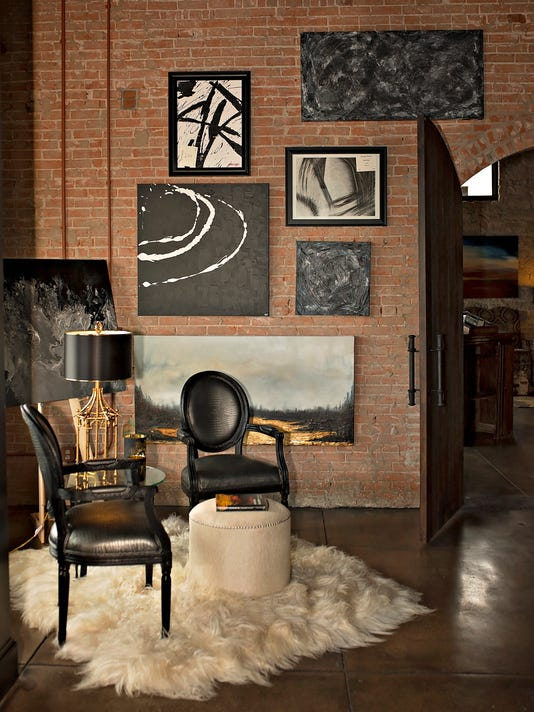636341151313065562-Raw-1899-Seating-Area-and-Art-Photo.jpg