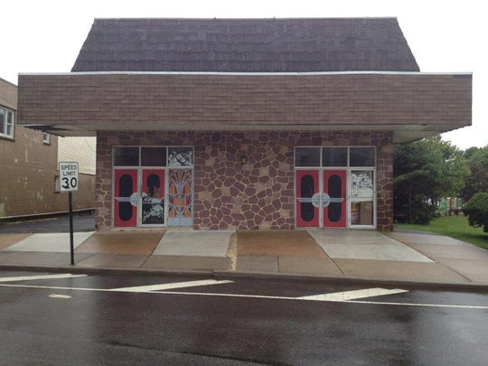 A vacant building that once was a movie theater was the proposed location for a synagogue application that was denied by the Zoning Board in 2013. The city adopted a new zoning ordinance that could allow the synagogue to be approved.