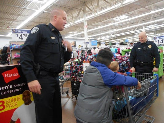 Shop With a Cop 2015 (19)