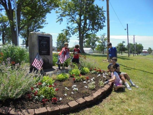 2016, summer kids planting; ohio state fairgrounds 052