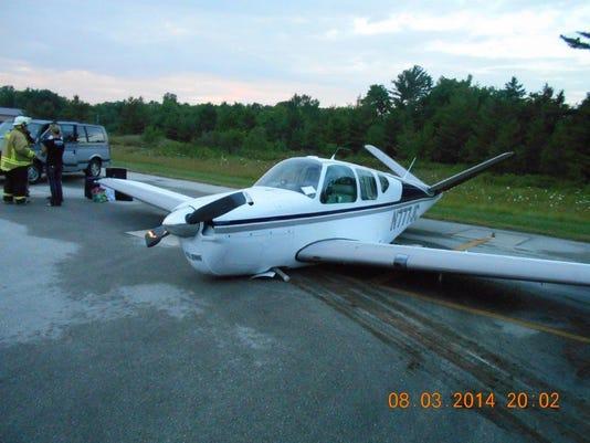 -DCA 0806 plane belly flop.jpg_20140805.jpg