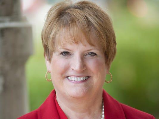 Lynn Marmer Headshot