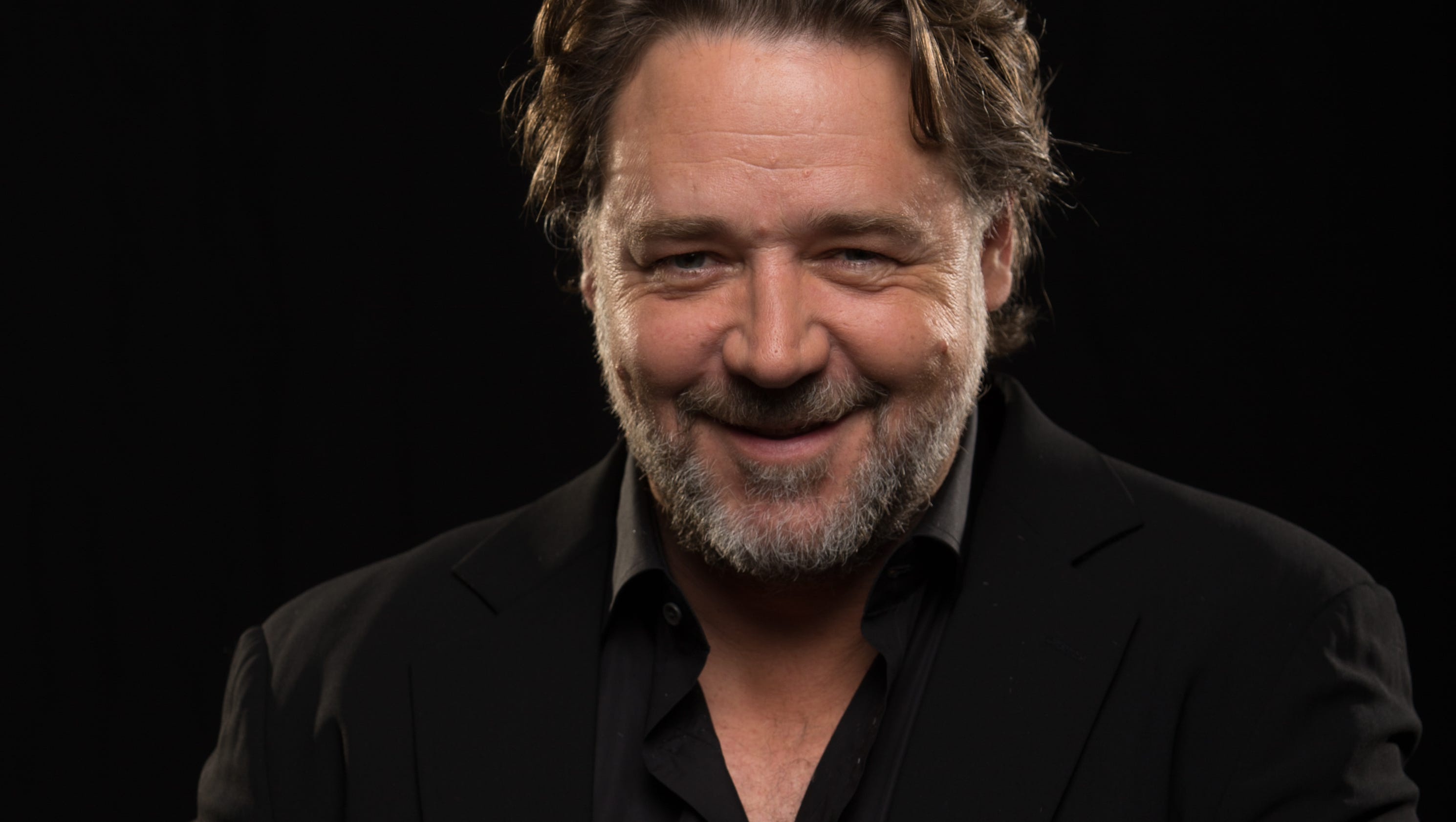 Russell Crowe tries ou...