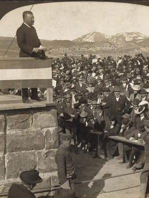 Roosevelt dedicating the entrance arch at Gardiner.