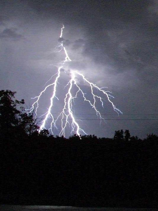 636235161810995139-lightning.jpg