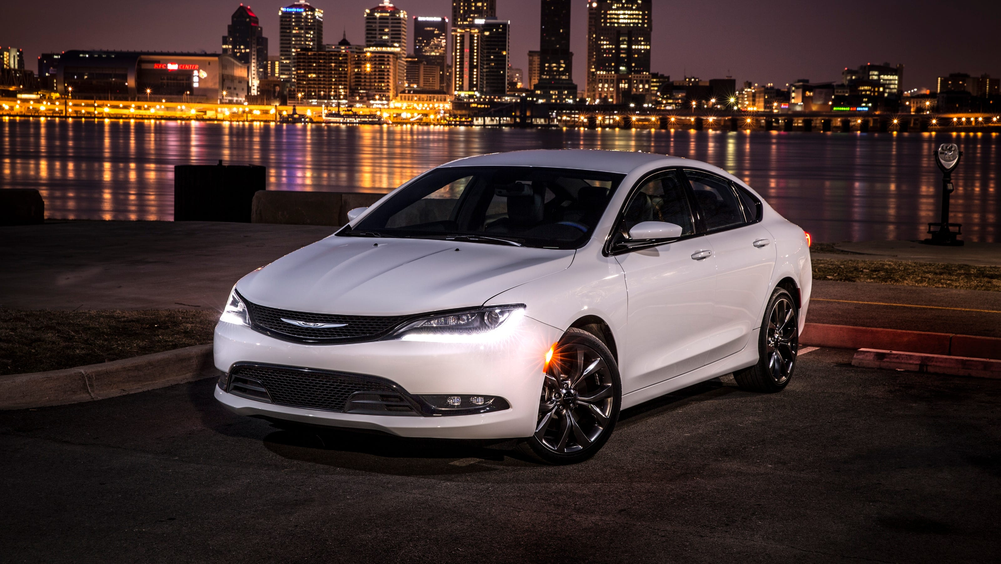 2015 Chrysler 200 remake sweetly disappointing