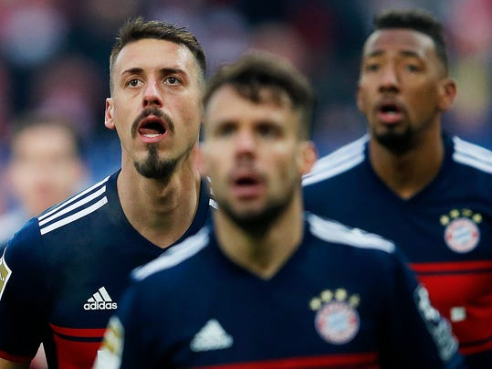 Munich's Sandro Wagner, left, waits for the ball during a German first division Bundesliga soccer match between FSV Mainz 05 and Bayern Munich in Mainz, Germany, Saturday, Feb. 3, 2018.(AP Photo/Michael Probst)