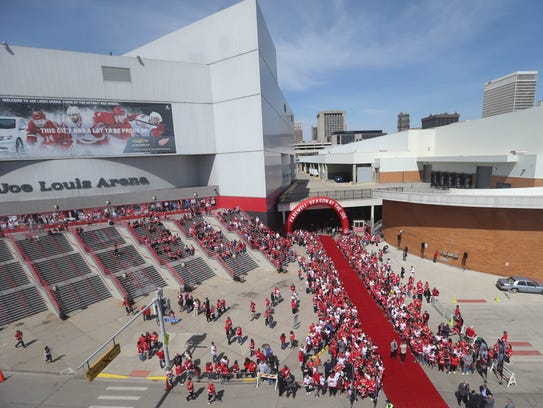 Detroit Red Wings fans arrive early for the last game