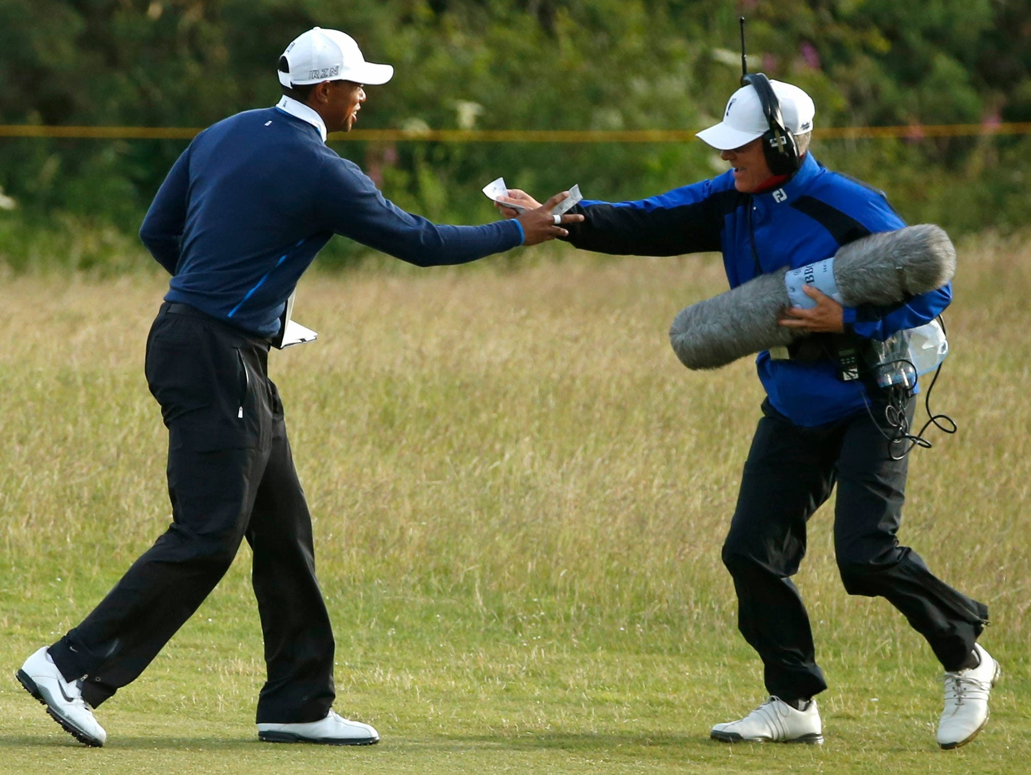 players upset after winds delay 2nd round  british open