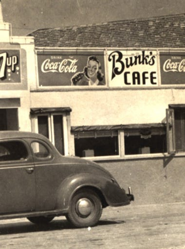 A photo of Bunk's Cafe at 1322 Leopard St. in September 1942. Photo by Doc McGregor, Corpus Christi Public Libraries.