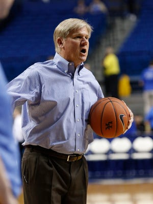 Kentucky' assistant coach John Robic directs teamwarm ups before an NCAA college basketball exhibition game against Ottawa Monday, Nov. 2, 2015, in Lexington, Ky. Kentucky won 117-58.